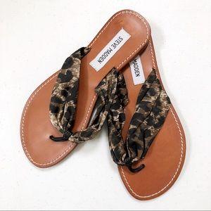 STEVE MADDEN • flip flop sandals animal print • 7
